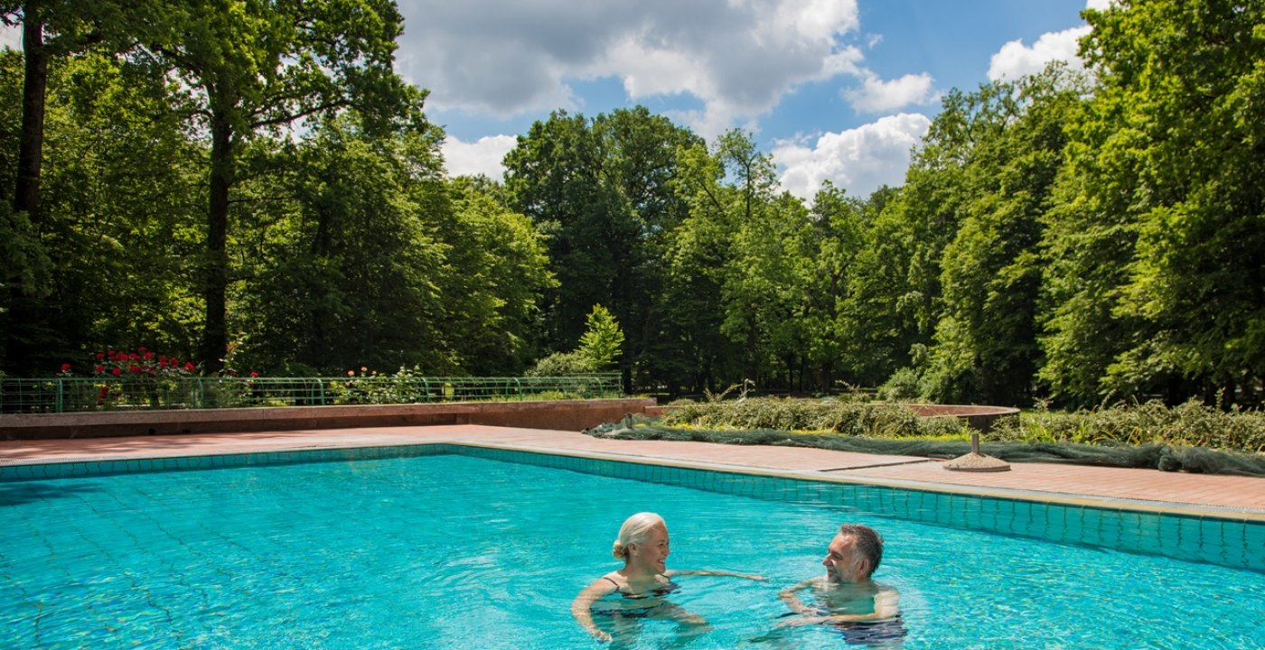 Swimming pools with thermal water