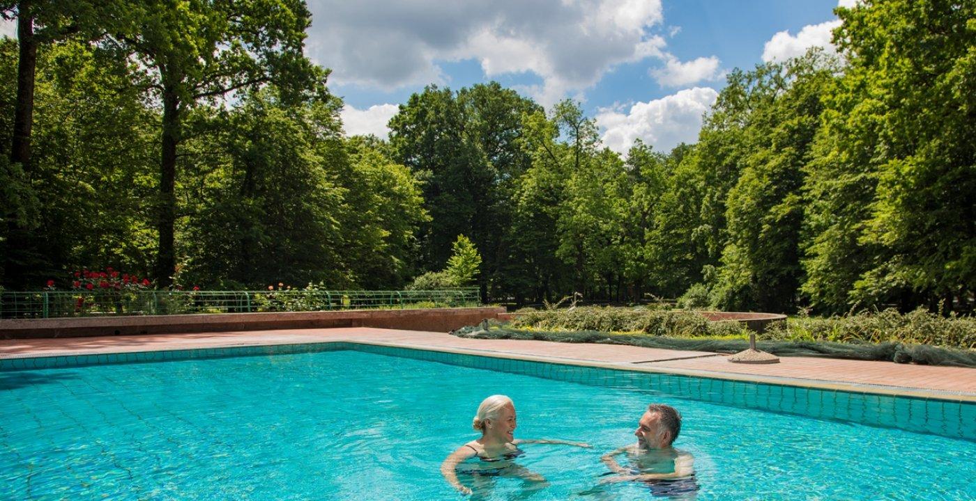 Plavecké bazény s termální vodou